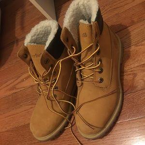 Woman's Timberland Fleece Boots